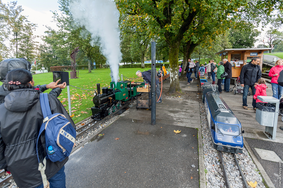"""Детская железная дорога парка """"Гуртен"""" (Gurten). Берн, Швейцария."""