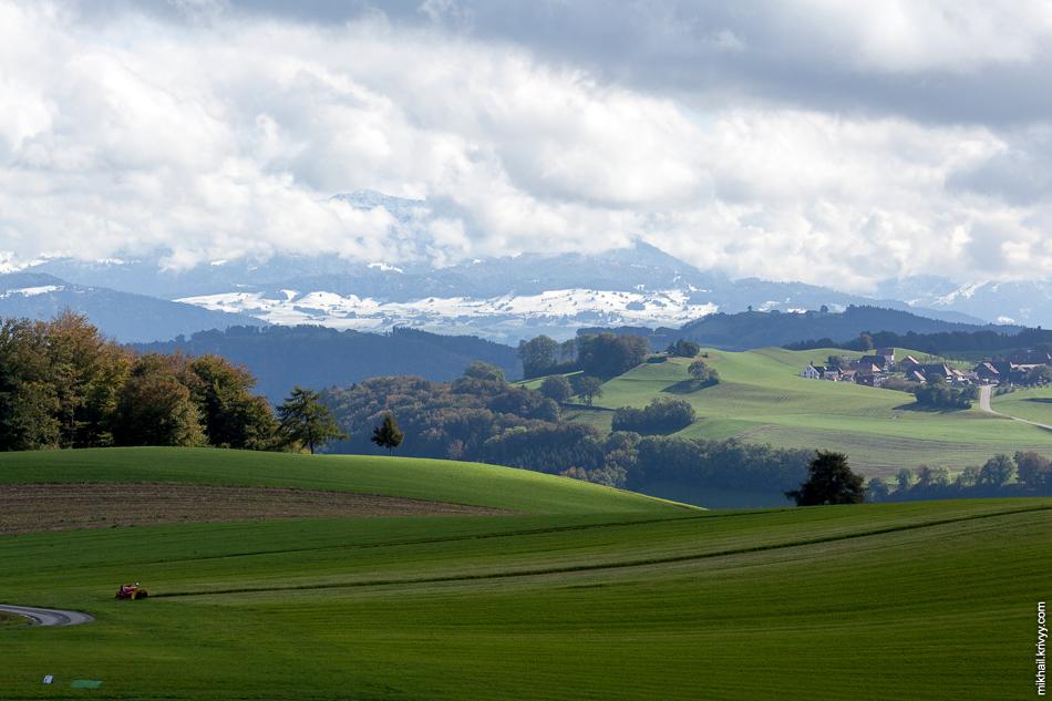 После обеда стали видны снежные шапки самых высоких гор региона.
