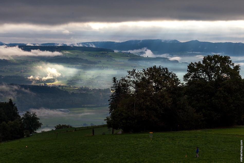 Зато был очень интересный свет. Вид с горы Гуртен (Gurten).