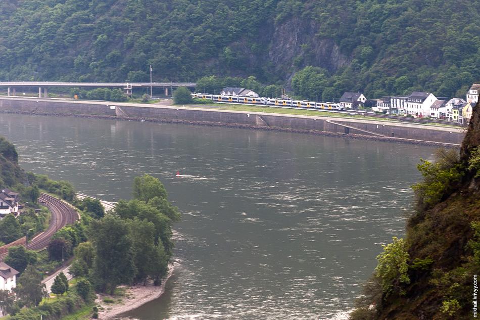 Электропоезд Siemens Desiro ML. Левый берег реки Рейн.