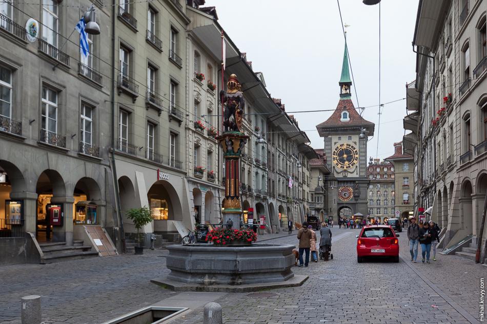 Фонтан «Церингер» (Zähringerbrunnen) и часовая башня (Zeitglockenturm). Старый Берн.