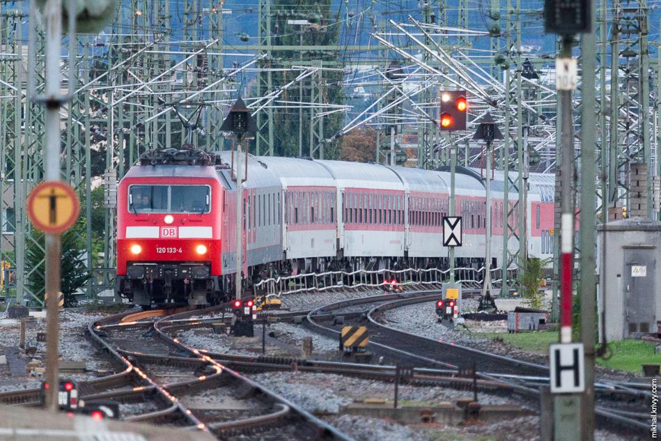 А вот и поезд на Москву...ну как поезд...один вагон! Остальное - на Копенгаген.