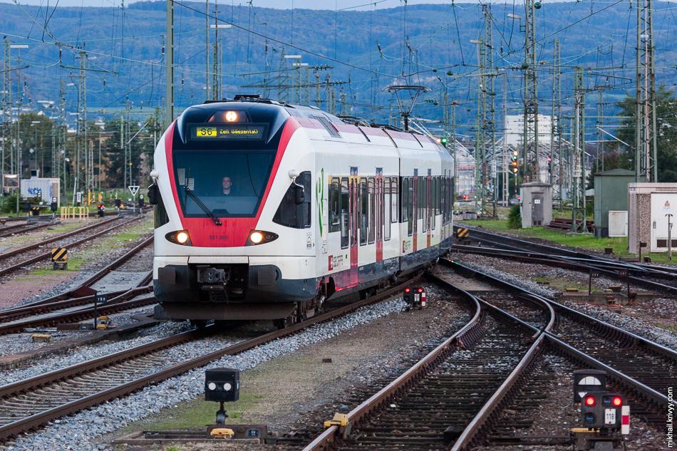 А это самая традиционная швейцарская городская электричка - Штадлер Флирт (Stadler FLIRT). Теперь на них можно поездить в Эстонии и Беларуси.