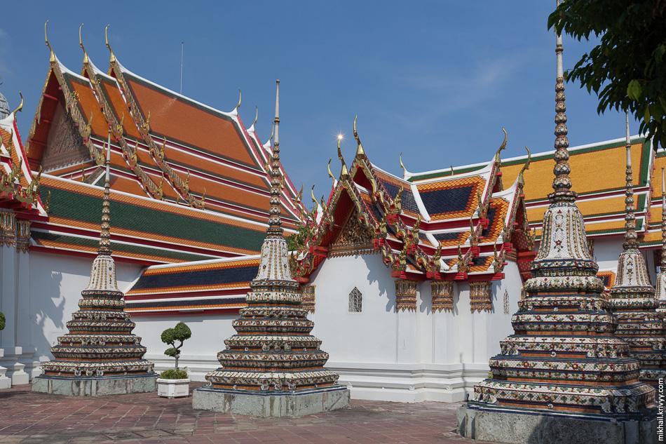 Еще один элемент обязательной программы - храм Ват Пхо.