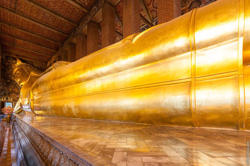 Лежачий Будда в храме Ват Пхо. Бангкок, Таиланд.