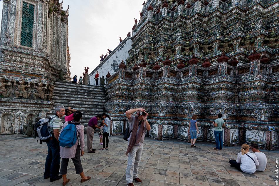 Пожалуй, в храме Ват-Арун было самое большое скопление туристов. Вообще, туристы везде были, но их было не так много, чтобы это доставляло неудобства.