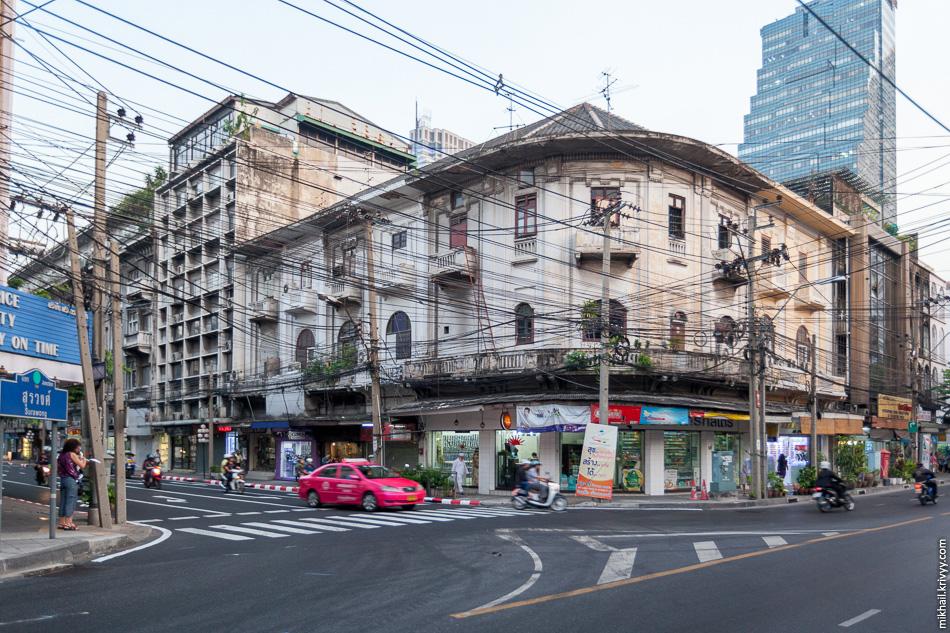 В Бангкоке все плохо с архитектурой. Видимо, сказывается то, что Таиланд никогда не был ни чьей колонией.