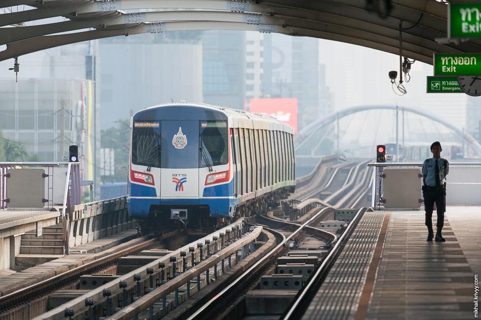 Станция S8 BTS SKytrain Wongwian Yai.