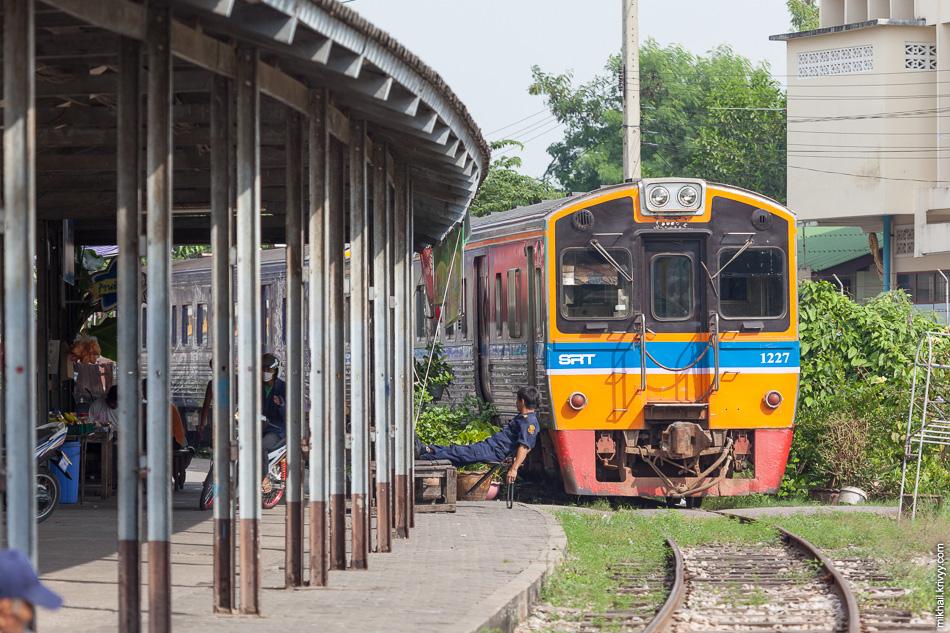 Станция Ban Laem сильно меньше. Тут ходит всего три пары поездов в день.