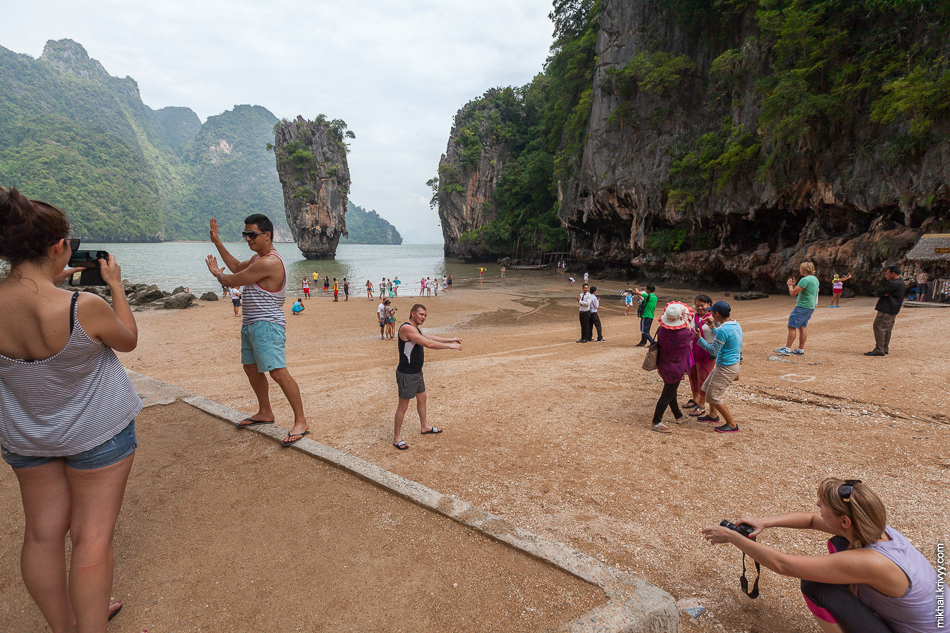 Вот так все выглядит на самом деле. Вид на Ко Тапу (Ko Tapu, เกาะตะปู) с пляжа острова Кхао Пинг Кан (Khao Phing Kan).