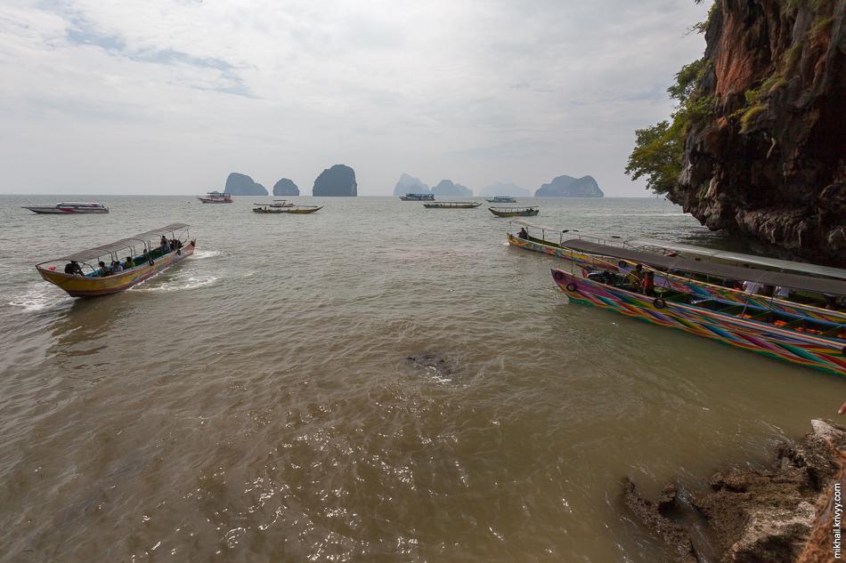 """Центральная пристань совсем небольшая. По этому лодки и катера высаживают туристов и уходят на """"рейд""""."""
