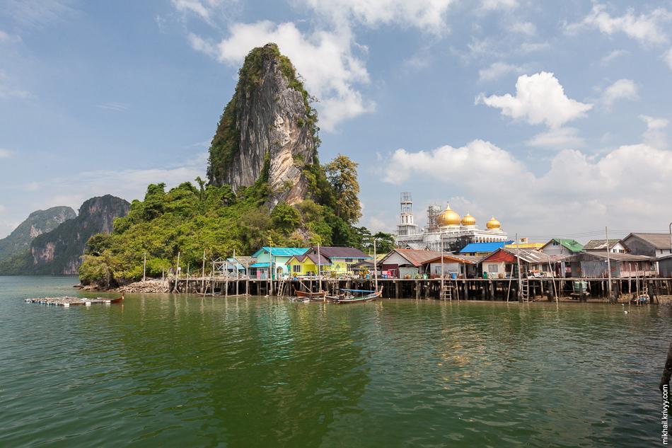 Деревня КоПаньи (Koh Panyee, เกาะปันหยี) и одноименный остров.