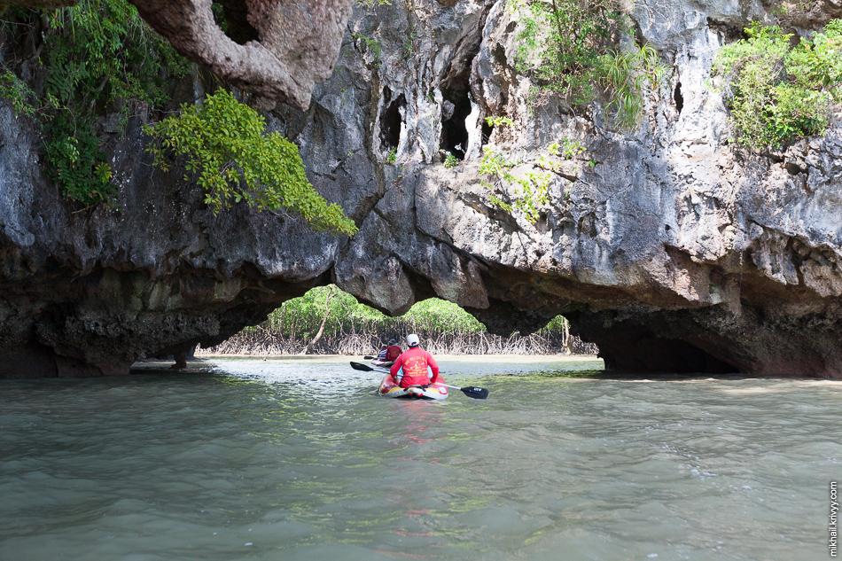 Остров интересный, с красивыми скалами, хонгсами и мангровыми зарослями.