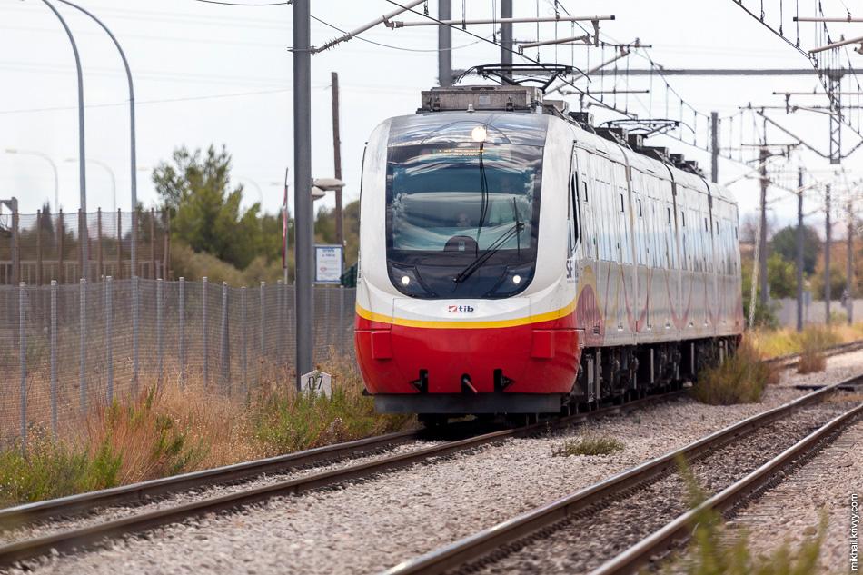 Электропоезд Serie 81 de SFM на участке Polígon de Marratxí - Marratxí.