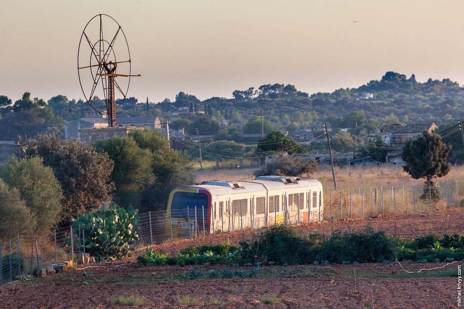 Дизель поезд Serie 61 de SFM в районе станции Muro (Муро).