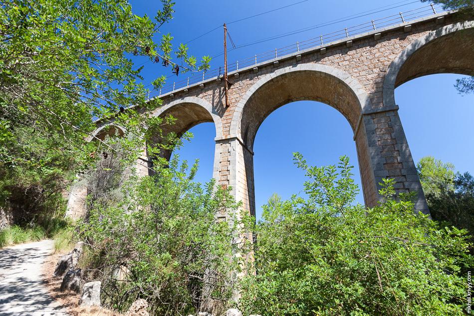 Виадук Cинк-Понтс (Cinc-Ponts) имеет пять арок с пролетами высотой до 8 метров