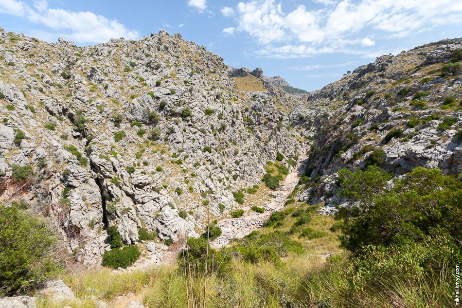 Ущелье Torrent de Lluc. Именно по нему мы продолжим путь до ущелья Torrent de Pareis.