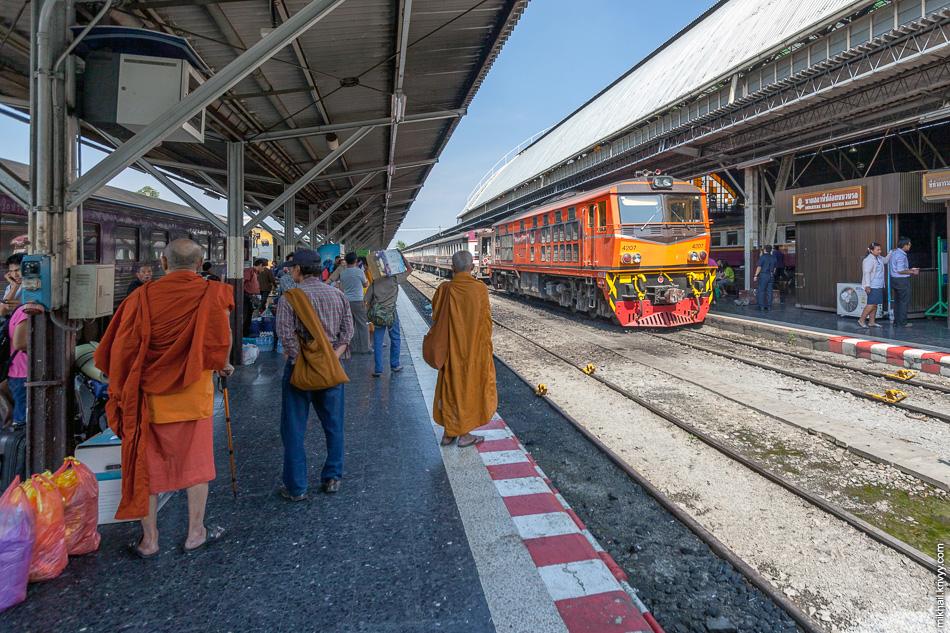 Магистральный тепловоз Alsthom 4207. Вокзал Хуа Лам Пхонг (Hua Lamphong). Бангкок.