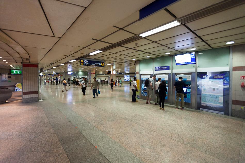 Кассовый и распределительный зал на станции Hua Lamphong.