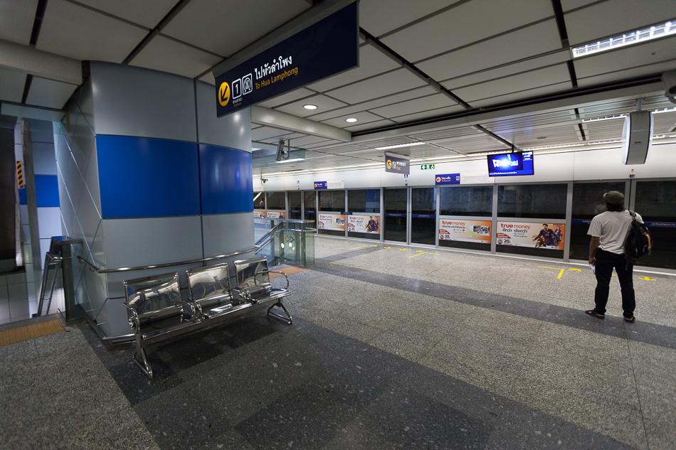 Система с закрытым воздушным контуром подразумевает наличие перегородки между тоннелем и станцией.