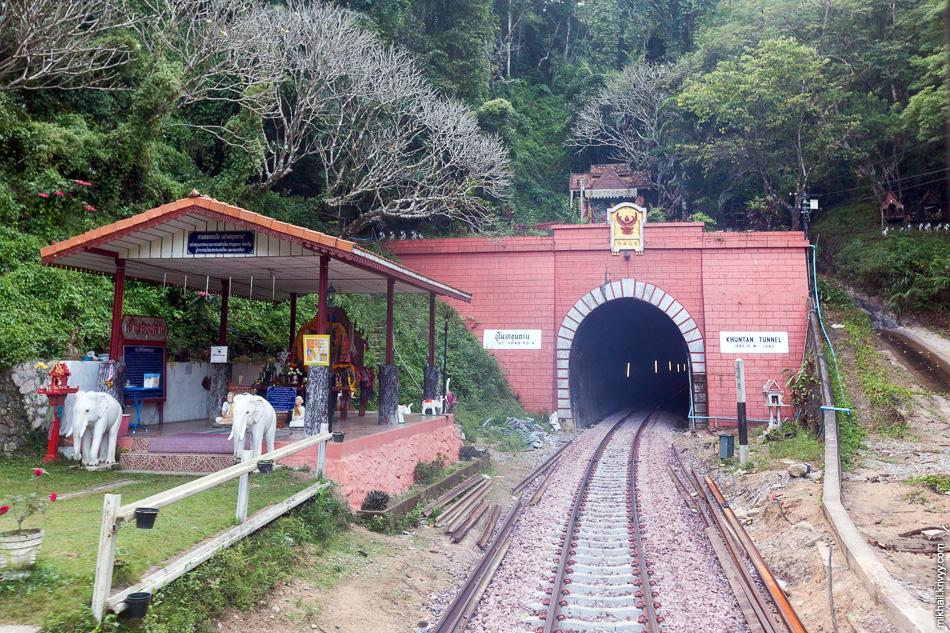 Тоннель Khun Tan. Самый длинный тоннель в Таиланде -  1352 метра.