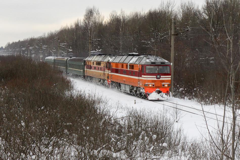 7. В 2010 году, из-за отмены некоторых поездов, передавали тепловозы в составе поезда. ТЭП70-364 и ТЭП70-298 в тремя вагонами.
