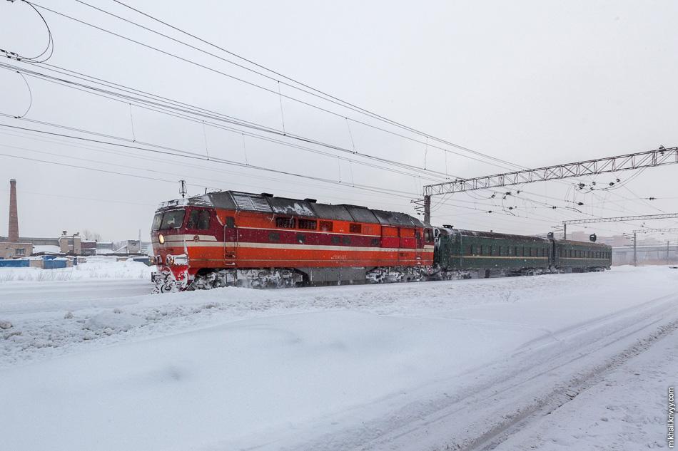 К 2010 году почти все пригородные поезда были сокращены до 1-2 вагонов. Исключение составляли лишь электрички.