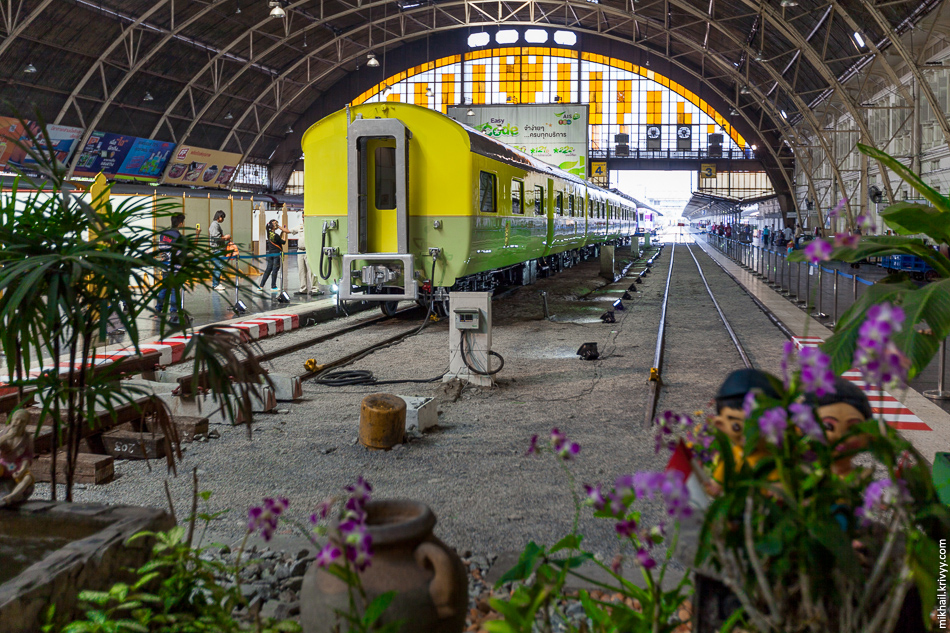По случаю дня рождения короля, на Бангкокском вокзале Хуа-Лампонг (Hua Lamphong) был выставлен поезд Его Величества.