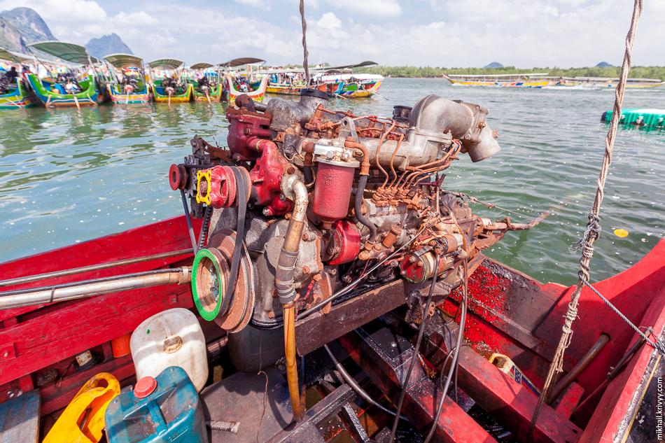 Двигатель лодки-длиннохвостки. Залив Пханг Нга.