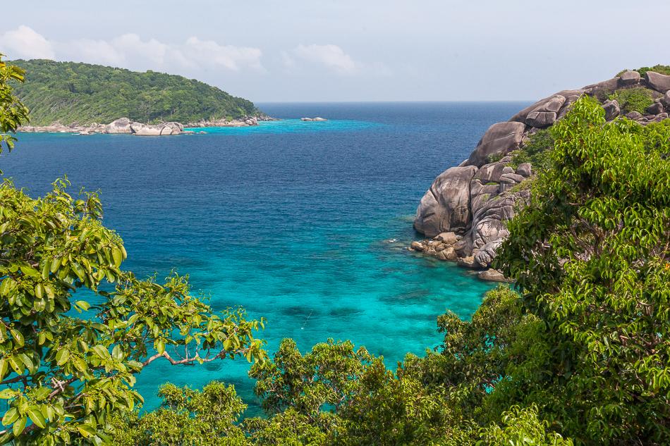 Вид на остров Бангу (Ko Bangu) с острова Симилан (Koh Similan). Симиланские острова, Таиланд.
