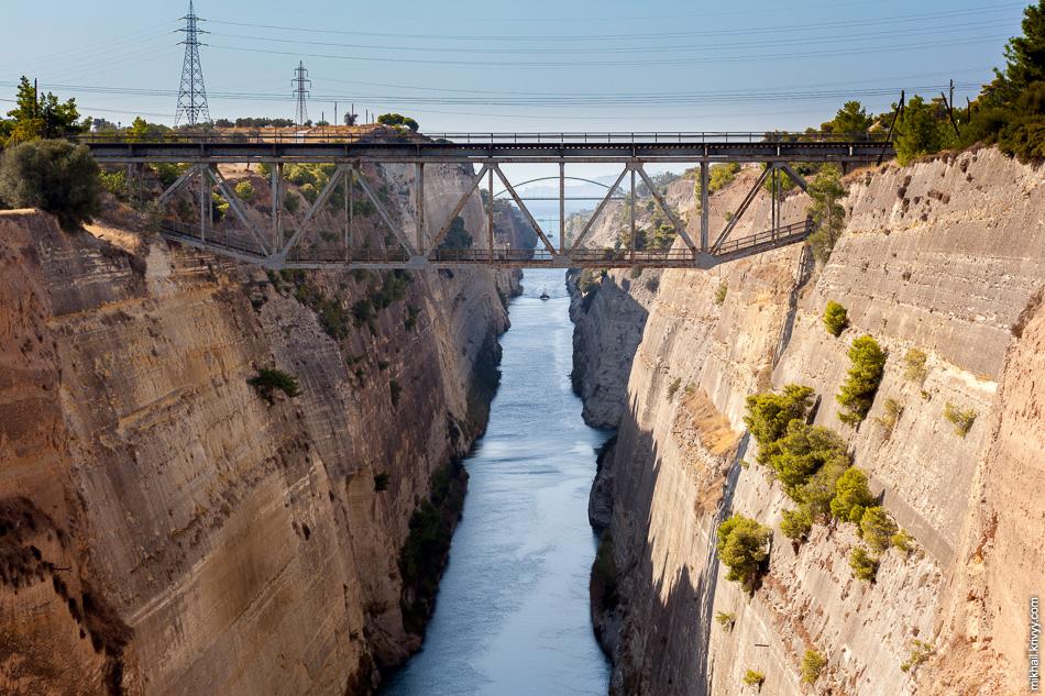 Главные ворота на полуостров Пелопоннес - коринфский перешеек. Железнодорожный мост через Коринфский канал.