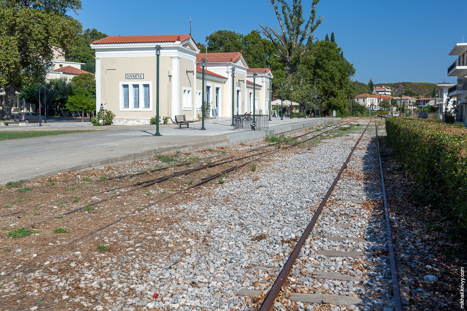 Вокзал в Древней Олипии. Когда-то сюда поездами возили туристов.
