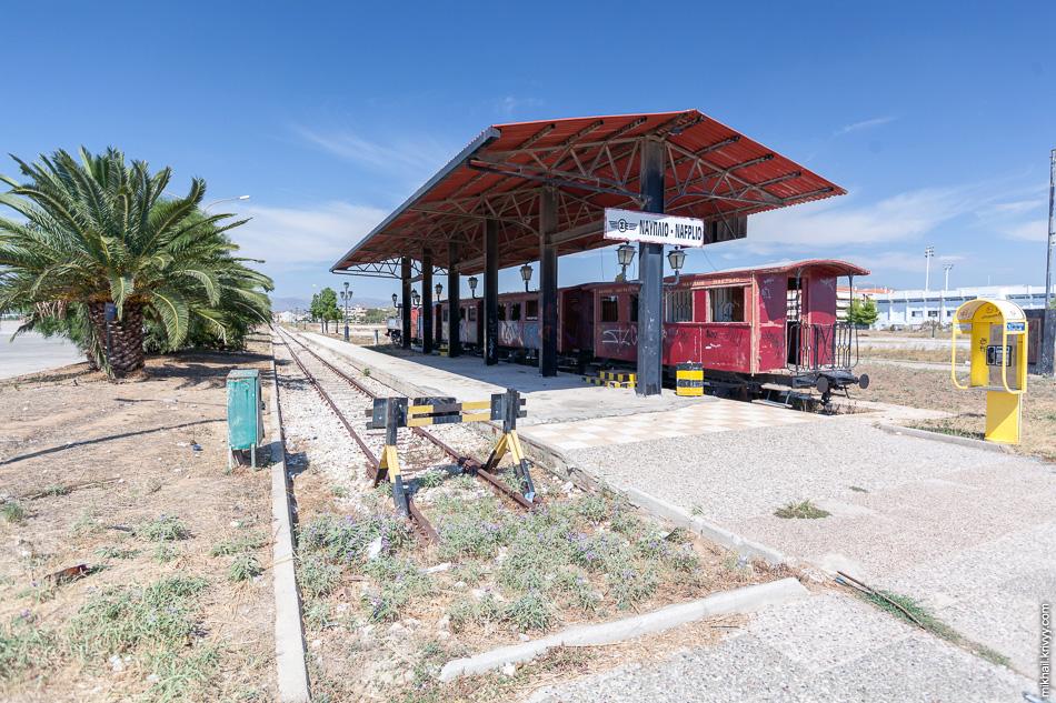 В Нафплио реконструировали станцию, поставили поезд с паровозом.