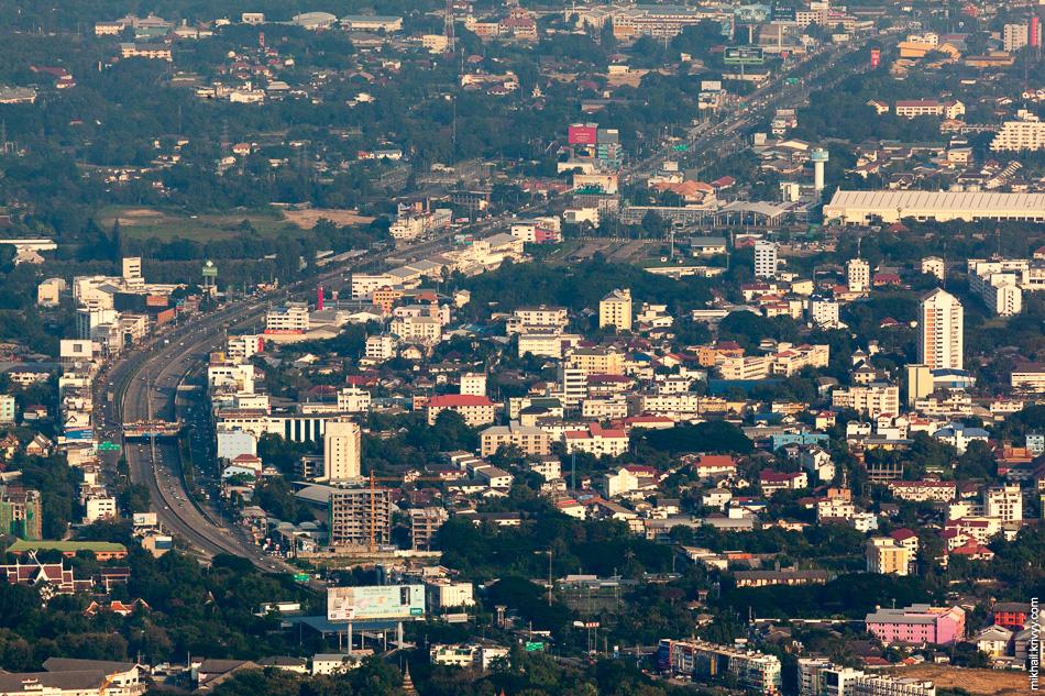 Немного ближе. Вид на Чиангмай с горы Дой Сутхеп.