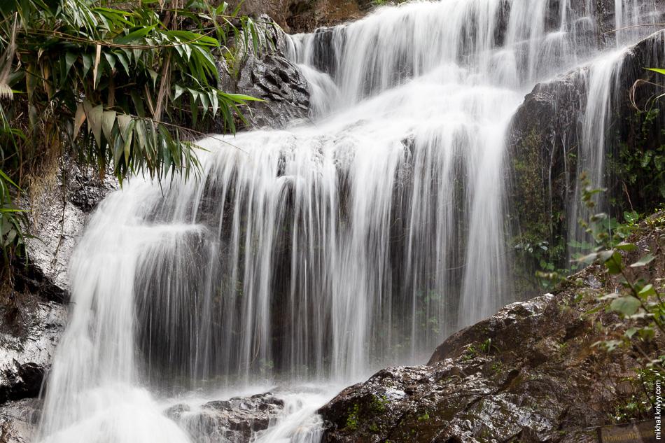 Сразу после зоопарка мы поехали к водопаду Huaykeaw. Он находится совсем рядом с зоопарком.