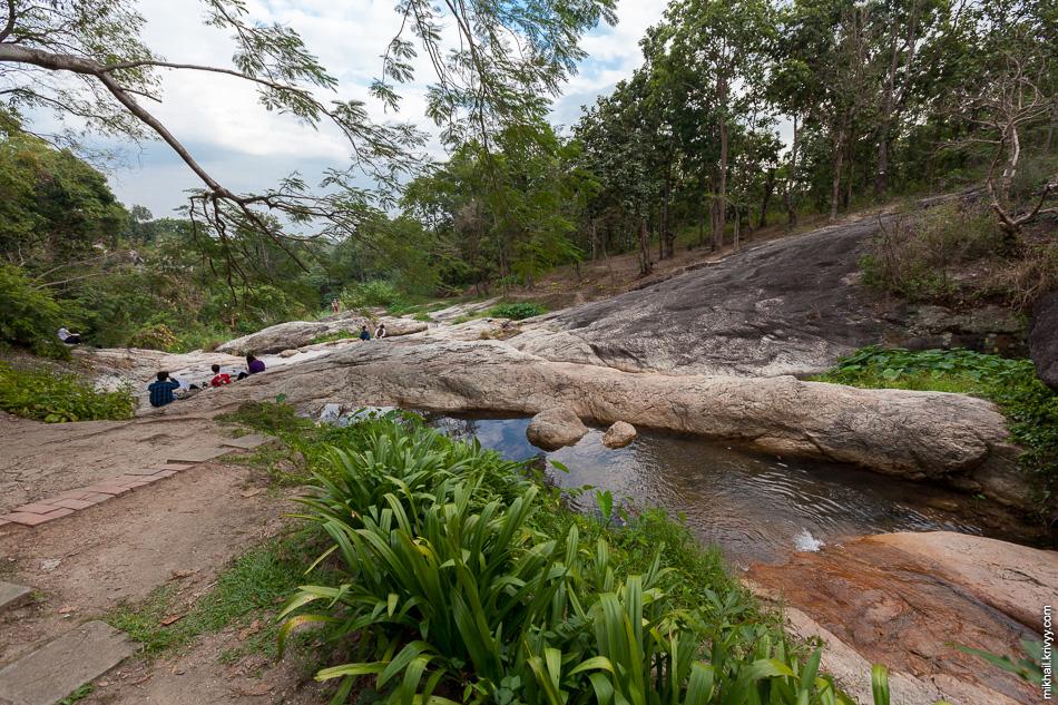 Водопад Хуакев (Huaykeaw). Достаточно приятный загородный парк.