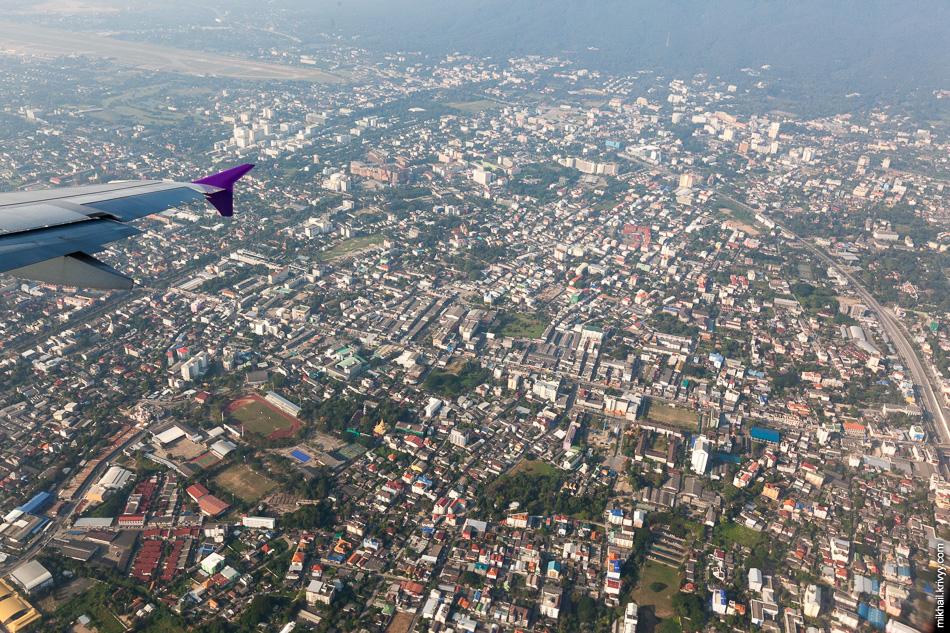 Напоследок пилоты устроили нам облет города. Менее чем через два часа мы были уже на Пхукете.