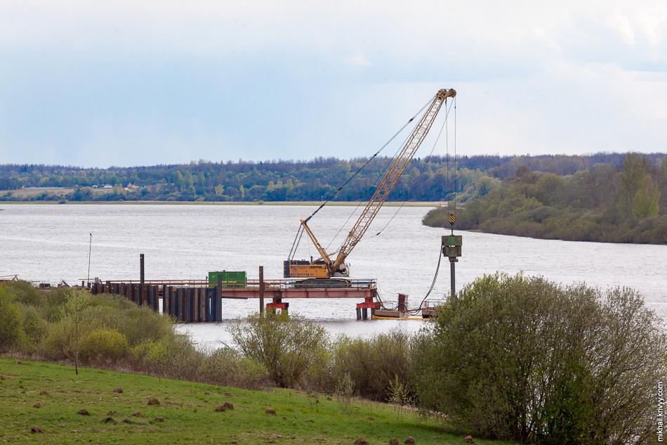 На текущий момент самое интересное происходит на строительстве моста через реку Волхов.