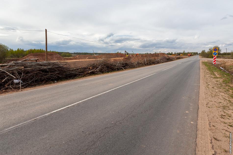 Вид в сторону временного обхода с автодороги Савино - Селищи.