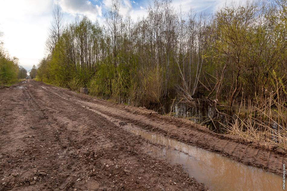 Не очень помогло. Но ногами ходить уже можно, поверх грязи образовалось сухая корка глины.