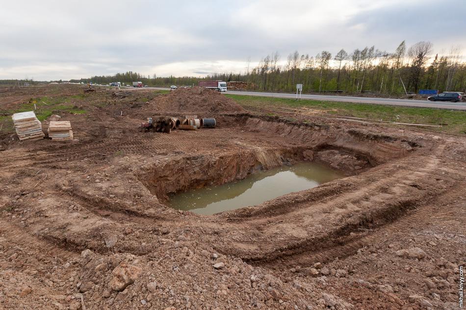 """На северной части обхода газопровода в районе 543 км готовятся к горизонтальному бурению под трассой М10 """"Россия""""."""