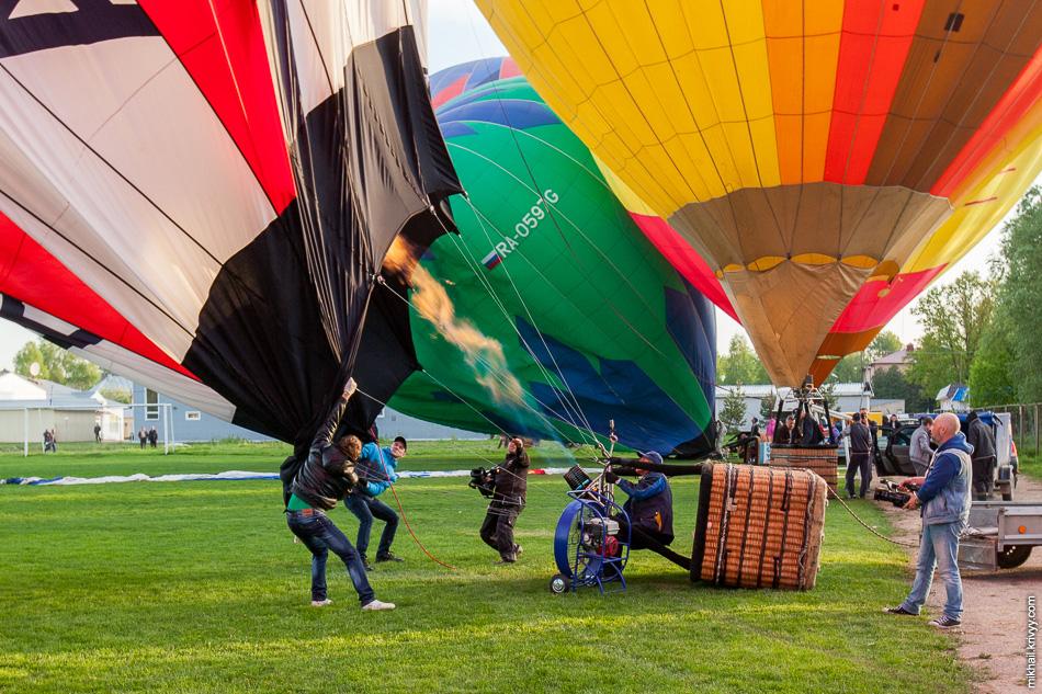 Мне всегда казалось что подготовка воздушного шара к полету, процесс не быстрый и сложный. На самом деле все не так. Полностью собрать аэростат и поднять его в воздух можно за 10-50 минут.