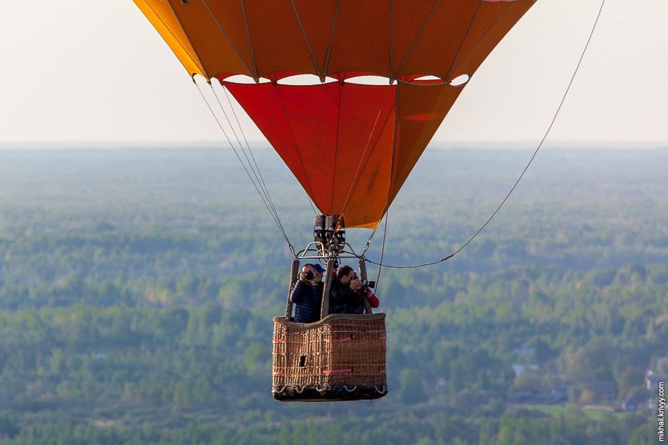 Ну а вот так выглядит корзина воздушного шара во время фестиваля. За два фестиваля количество фотографий Старой Руссы с воздуха выросло в разы.
