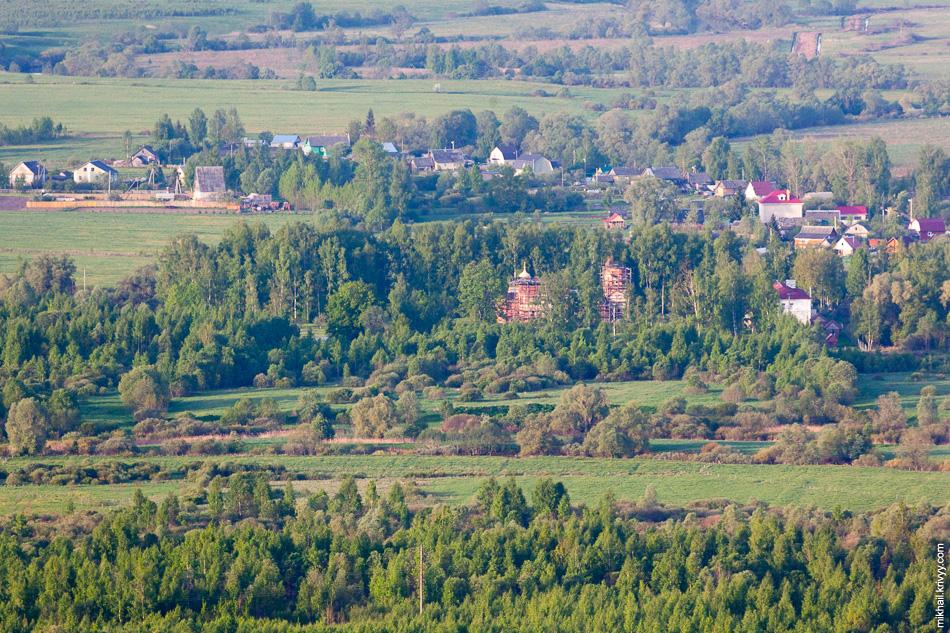 Николо-Косинский Старорусский женский монастырь на реке Полисть. Реки вот только не видно. Глазами монастырь не было видно, сделал пару кадров наугад, зная что он там должен быть.