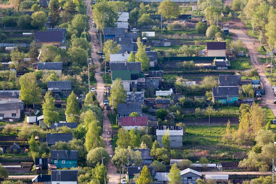 Большая часть Старой Руссы - частный сектор. Асфальта там отродясь не было.