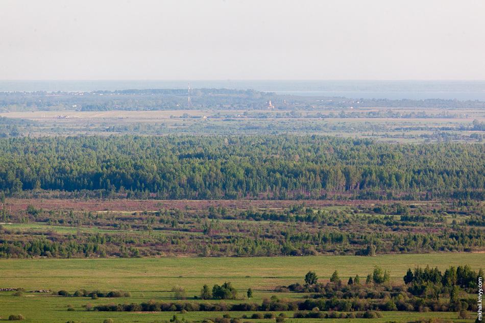 Вид в сторону деревни Буреги. Острый глаз увидеть Бурегский монастырь. От места съемки до него около 15-16 км.