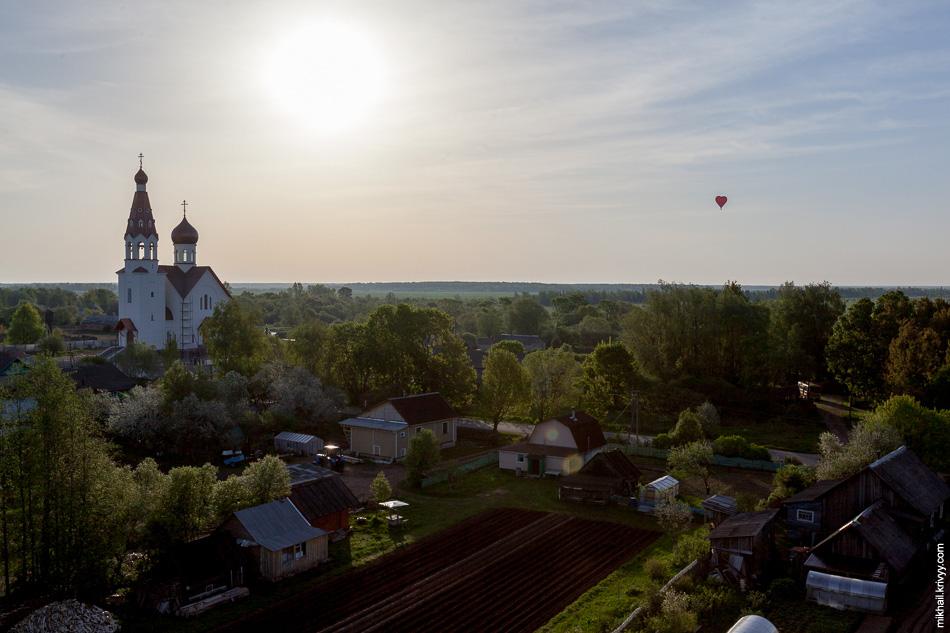 Деревня Нагово и строящийся Собор Иоанну Богослову.