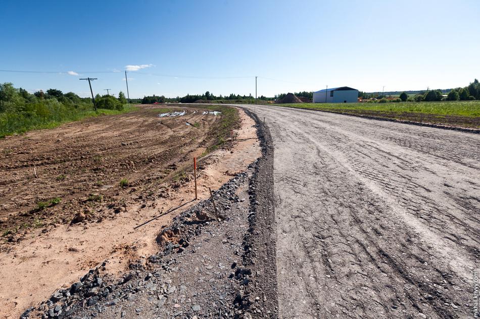 Для строительства путепровода на дорогой Савино - Селище основную дорогу нужно будет закрыть. Во время строительства объезд будет осуществляться по временной дороге.