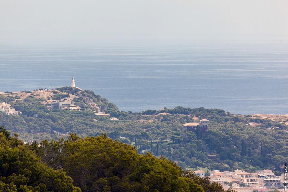 Маяк Капдепера. Самая восточная часть острова Мальорка. Вид с дозорной площадки крепости Капдепера.