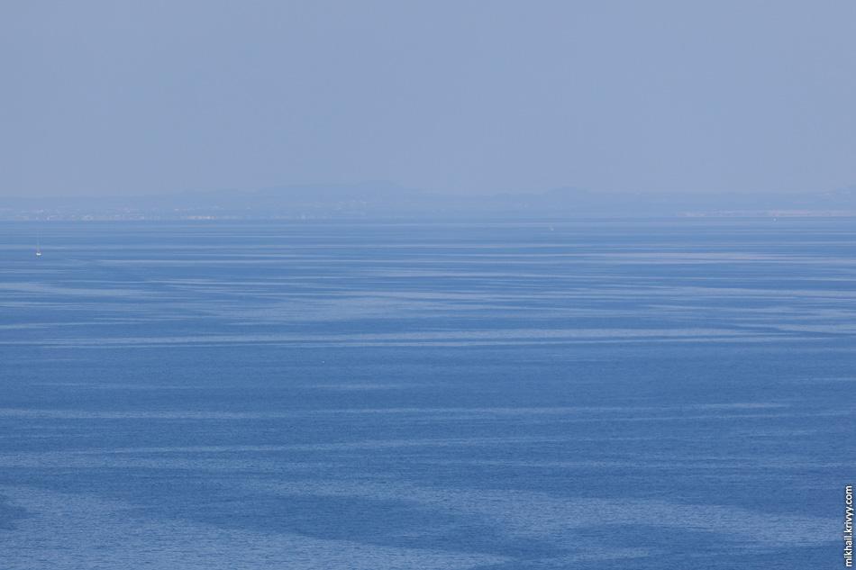 От маяка видно Менорку.